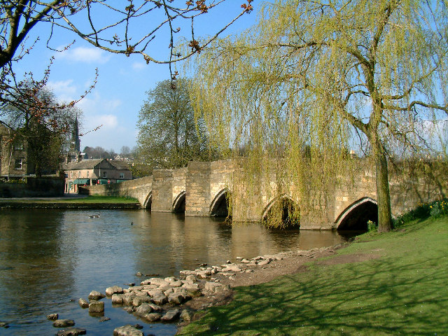 Bakewell-Bridge-Derbyshire.jpg